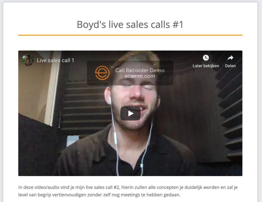 Op deze foto zie je Boyd een eigen sales video geven.