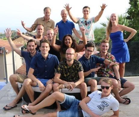 Op deze foto zie je alle medewerkers van het bedrijf IMU