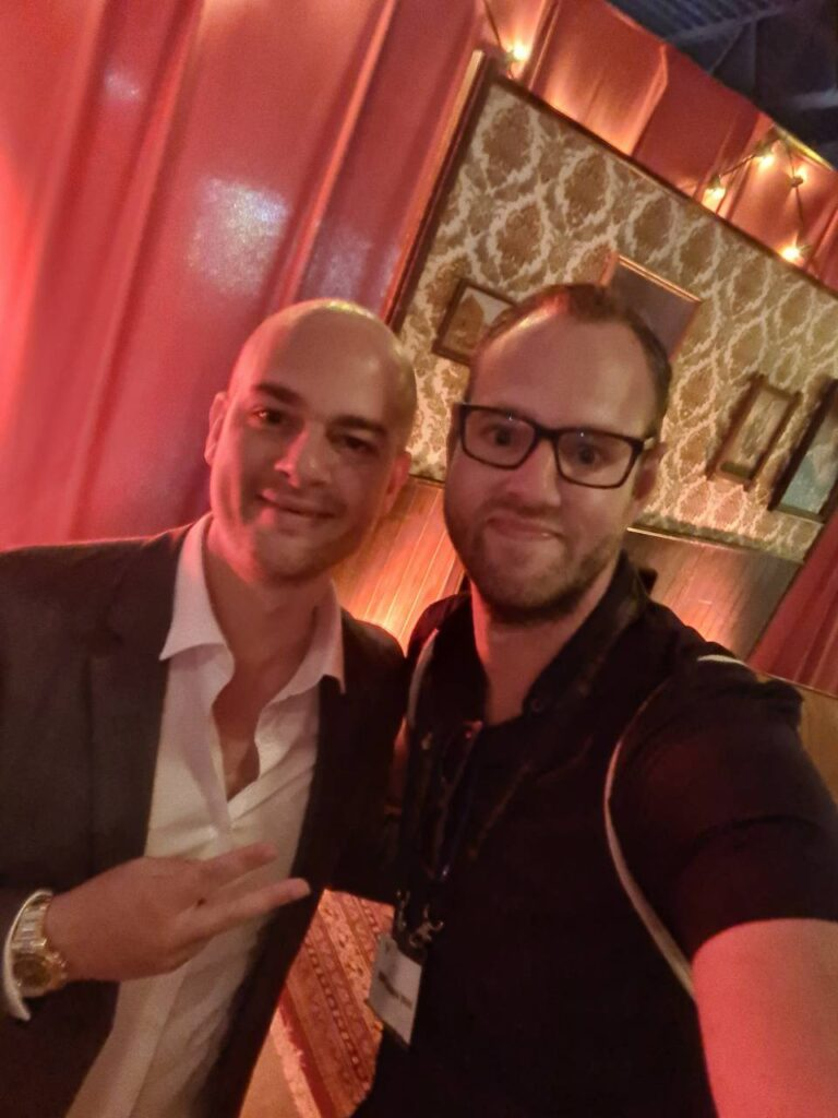 Op deze foto zie je Vasco Rouw van The Millionaires Club en ik op de foto